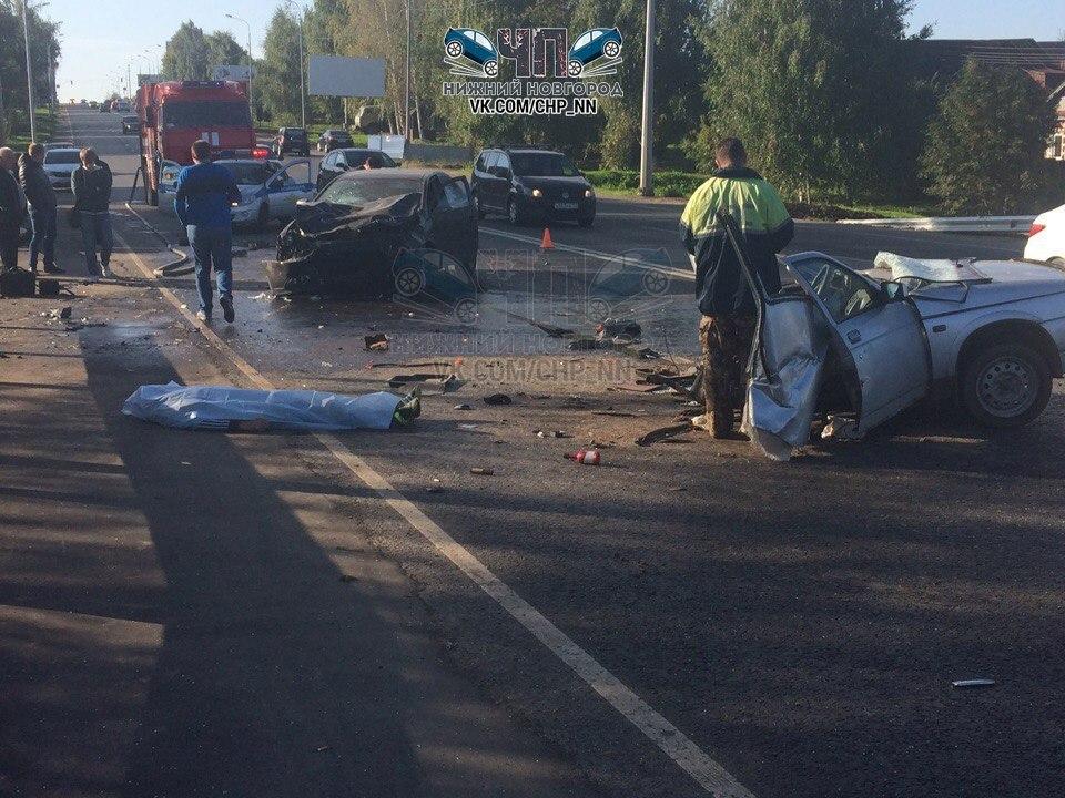 ДТП под Нижним Новгородом: ВАЗ 2110 разорвало надве части