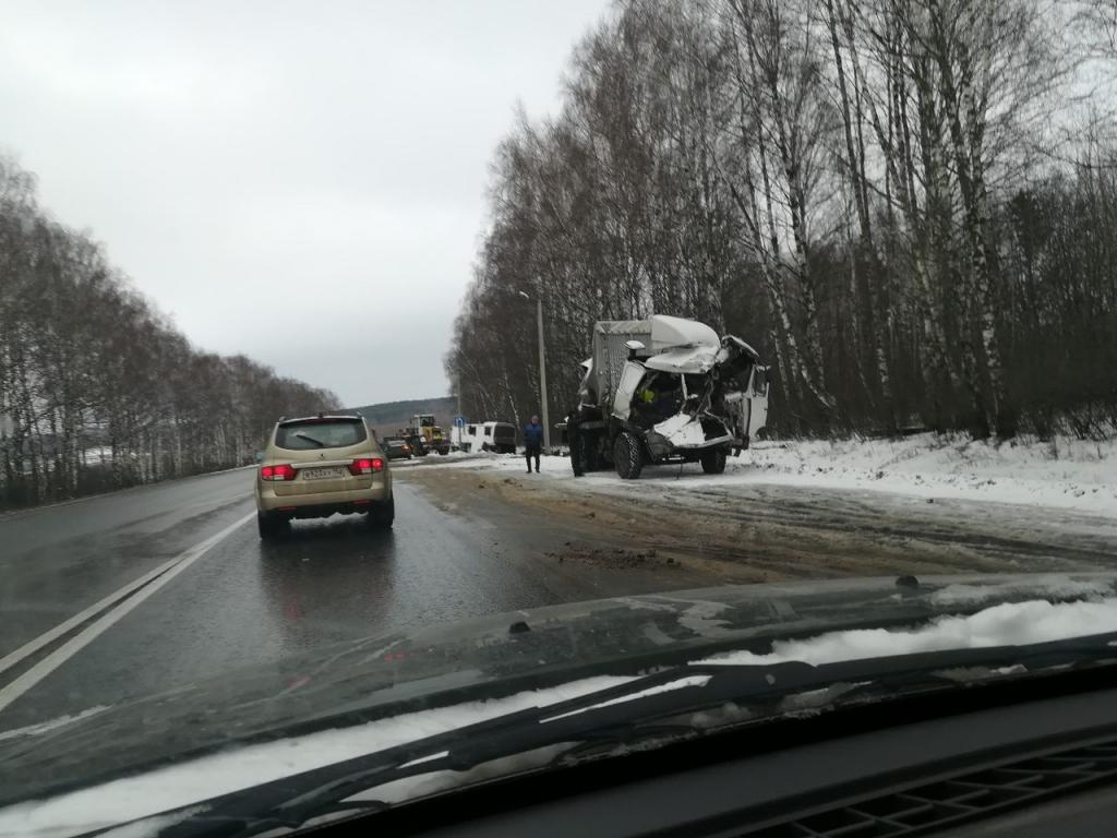 Пассажирский автобус столкнулся с фургоном под Нижним Новгородом