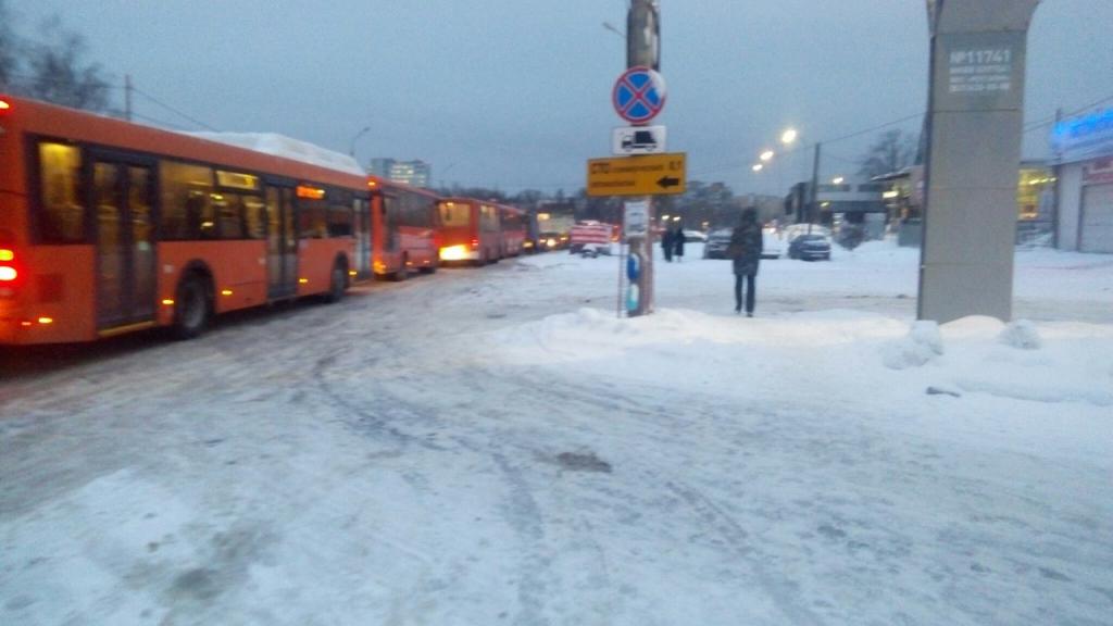 ВНижнем Новгороде легковушка наехала налюк иперевернулась