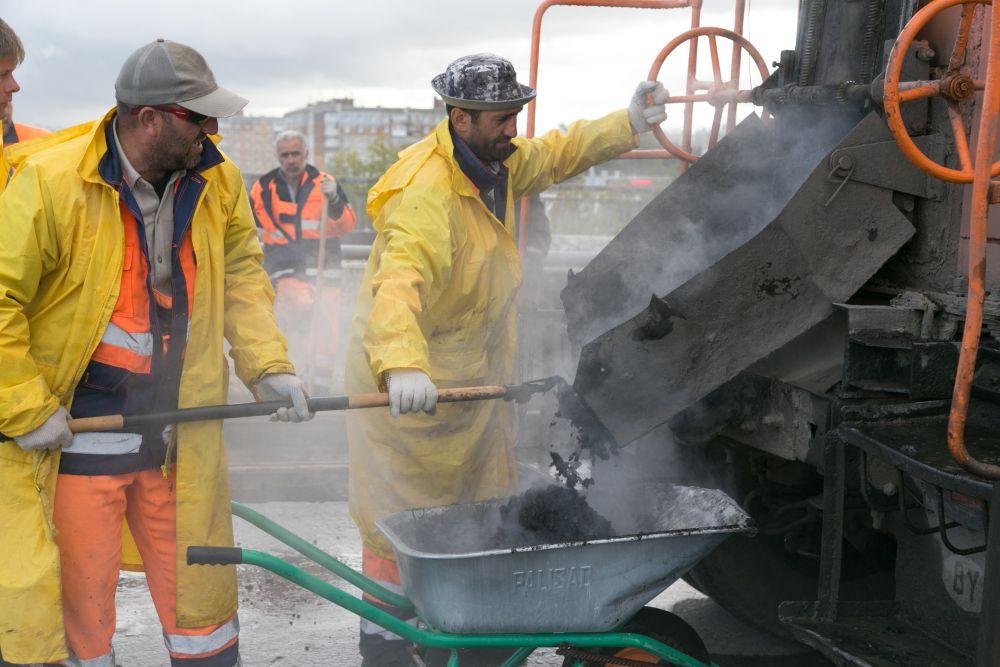Нижегородские дорожники сняли асфальт сМолитовского моста