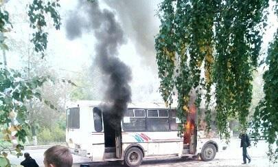 Рейсовый автобус вспыхнул находу вгороде Бор Нижегородской области