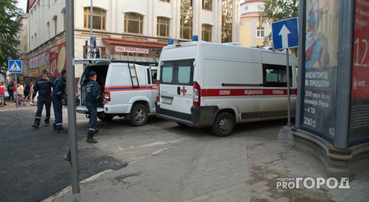 В Нижегородской области посетители кафе выпали на улицу (ВИДЕО)