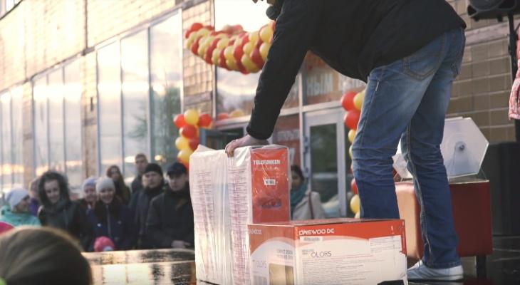 Нижегородцы смогут выиграть телевизор на открытии нового магазина одежды