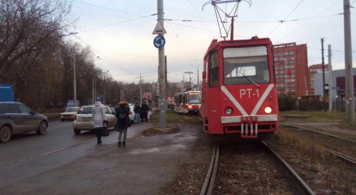 В Нижнем Новгороде молодой человек попал под колеса трамвая (ФОТО)