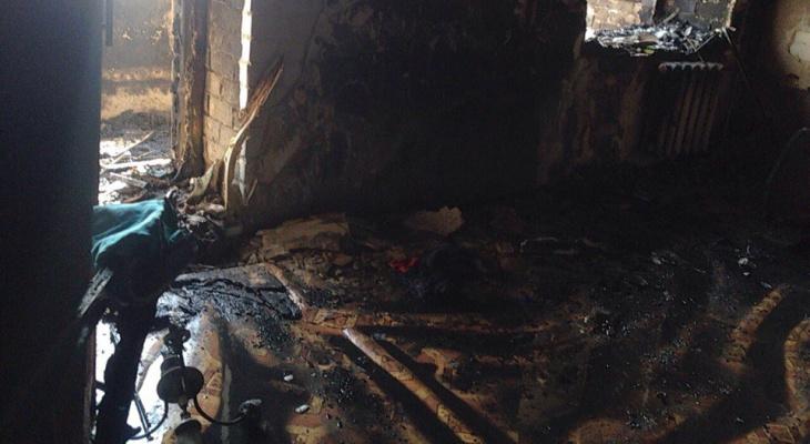 Из-за непотушенной сигареты в многоэтажке в Ленинском районе сгорела квартира (ФОТО, ВИДЕО)