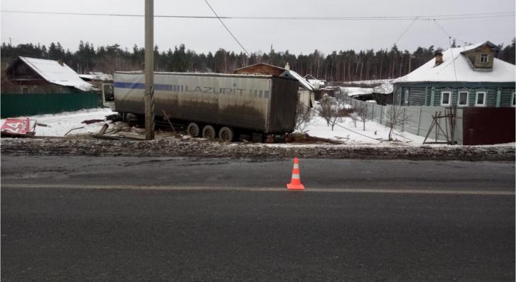 51-летний водитель большегруза Volvo погиб в аварии в Дзержинске (ФОТО)