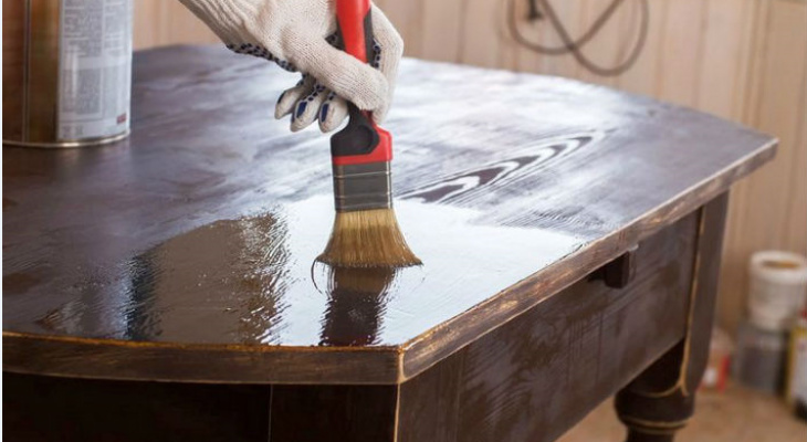 Совет для нижегородцев как сохранить свои деревянные вещи: полиуретановый лак
