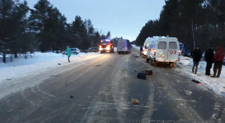 Опубликованы фото с места смертельной аварии в Шатковском районе