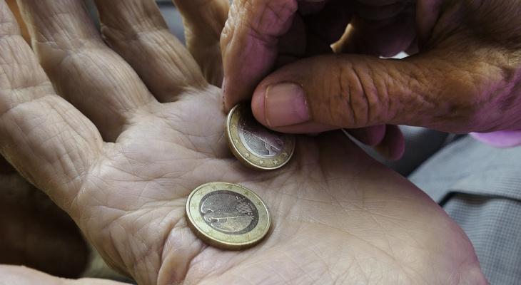 Кто платит коммунальные платежи прописанный или собственник