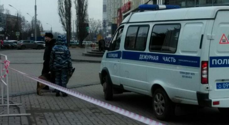 Массовая эвакуация нижегородцев из ЦУМа: ведется поиск взрывного устройства