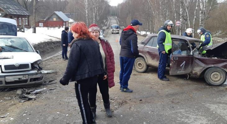Водитель отечественной легковушки устроил массовую аварию и погиб в Городецком районе