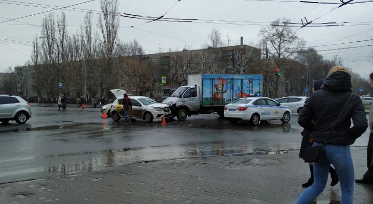 Такси и доставка воды не разъехались в Нижнем Новгороде