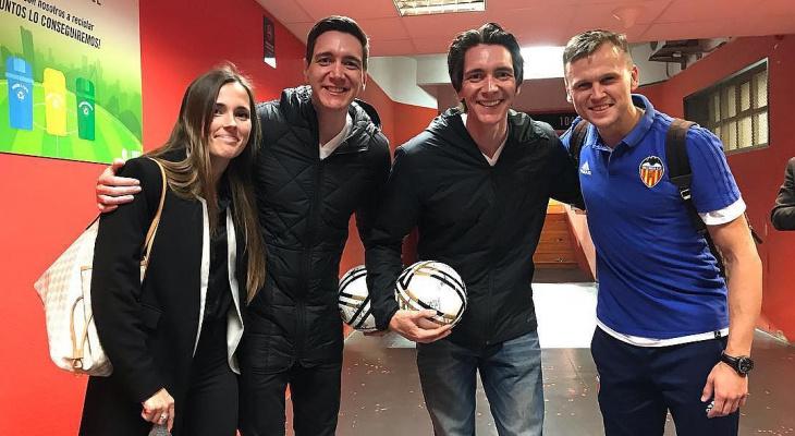 Магия побеждает: Денис Черышев сфотографировался с братьями Уизли на матче в Валенсии