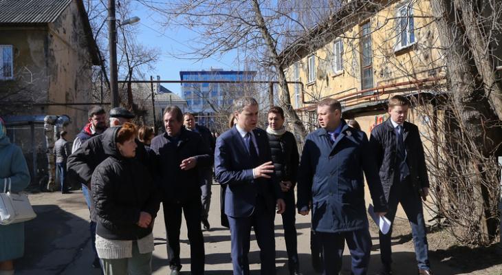 В ветхих домах Ленинского района отремонтируют крыши и установят отмостки