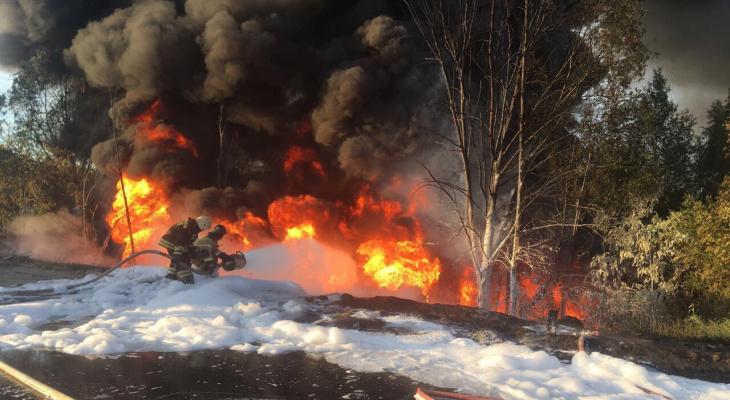 Цистерна с топливом вспыхнула после страшного ДТП в Кстовском районе (ФОТО, ВИДЕО)