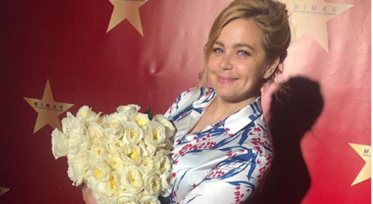 Радуется, как девчонка: кудрявая Ирина Пегова объявила об уходе в отпуск