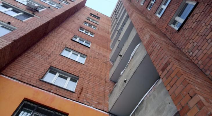15-летняя девочка упала с высоты пятого этажа в Выксе и выжила