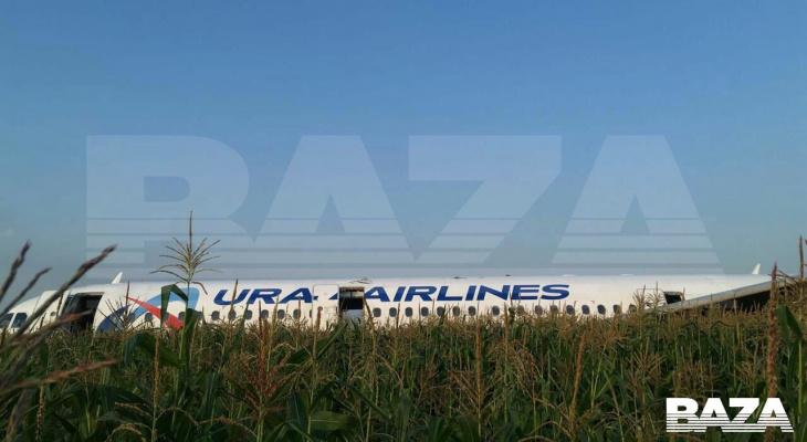 Самолет в Симферополь совершил аварийную посадку из-за возгорания двигателя (ФОТО, ВИДЕО)