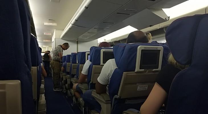 Что нельзя есть перед полетом и в самолете: важные советы