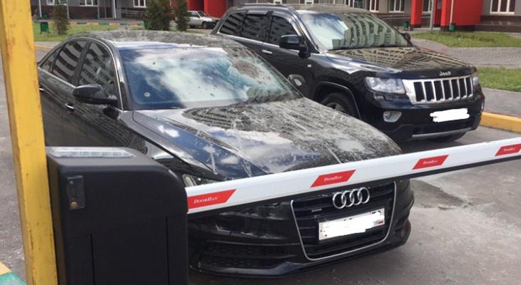 Человек-цемент: Нижегородец облил машины цементом за парковку в неположенном месте