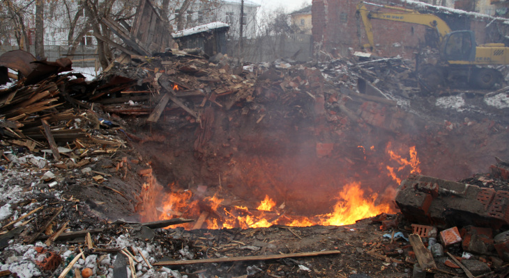 85-летний мужчина устроил пожар в своей квартире на улице Мечникова