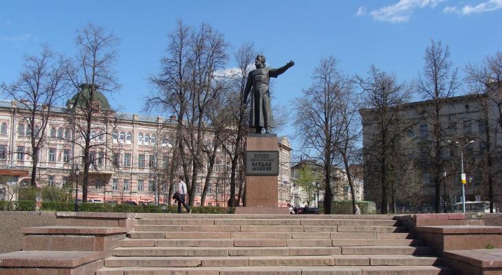 Власти на реставрацию памятника Минину потратят более четырех миллионов рублей