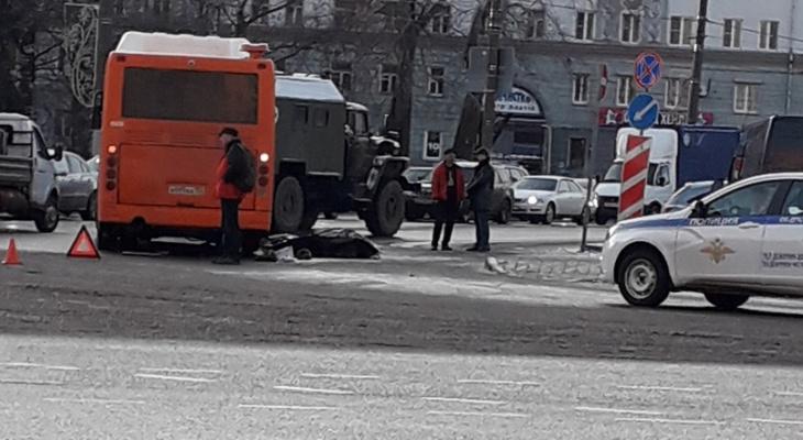 Пожилая нижегородка погибла под колесами автобуса в центре Сормова (ВИДЕО)