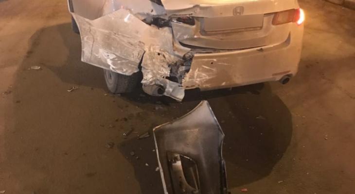 Такси протаранило иномарку на улице Бекетова в Нижнем Новгороде (ФОТО)