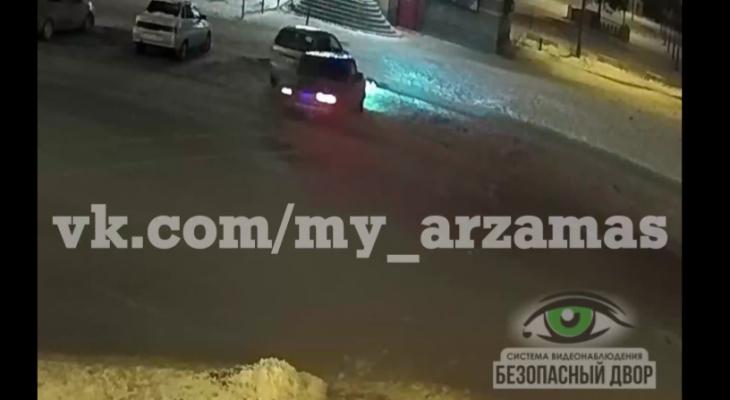 Любитель дрифта врезался в машину и скрылся в Арзамасе (ВИДЕО)