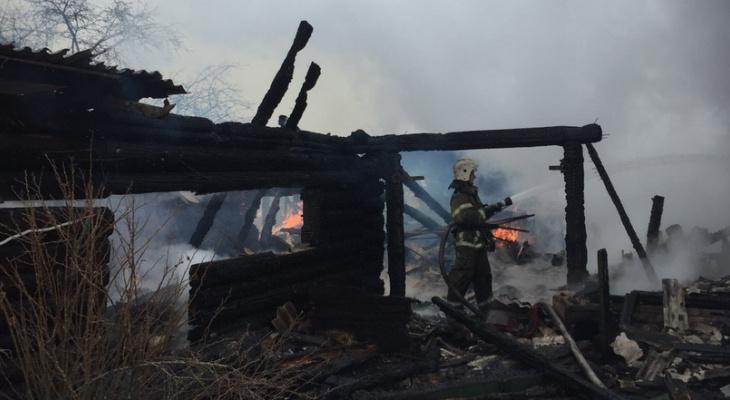 Пожар хуже вора: пенсионерка в один миг лишилась дома и ей нужна помощь