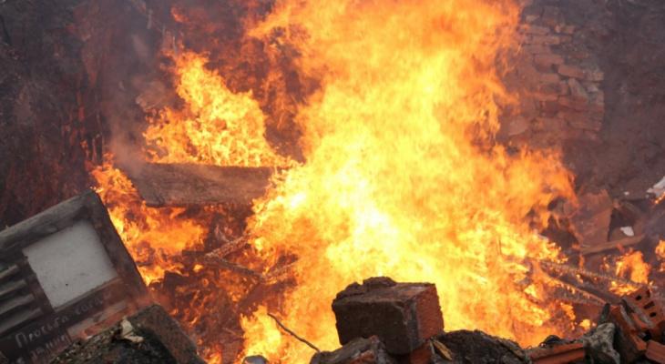 Два дачных дома сгорели в Кстовском районе (ВИДЕО)