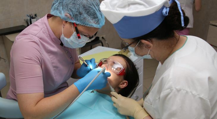 «Подростков оставляют без зубов»: нижегородцы просят открыть стоматологии