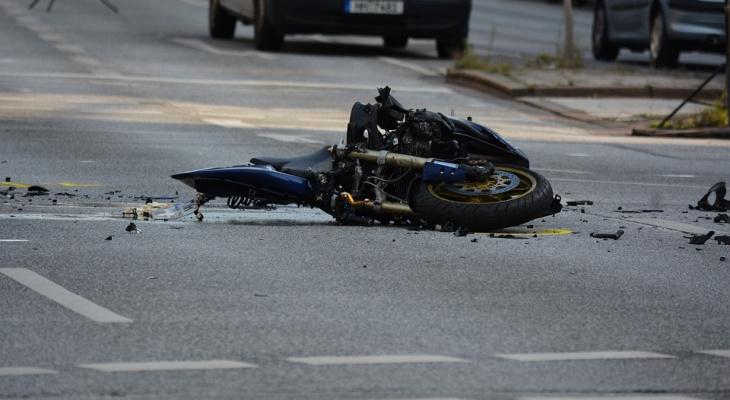 Трое подростков пострадали при столкновении мопеда имотоцикла вГагинском районе