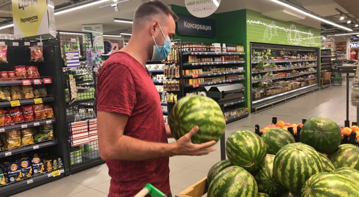 Вкусный, но опасный: диетолог рассказала как правильно есть арбуз