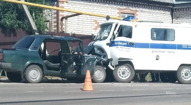 52-летний водитель «Жигулей» врезался вполицейскую «буханку» ипогиб вСергаче