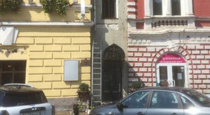 Фасад усадьбы Строгановых в Нижнем Новгороде лишили каменного пояса