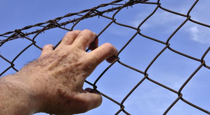 Сотрудник ИК-5, отпустивший пьяного заключенного вмагазин наавто, выслушал приговор