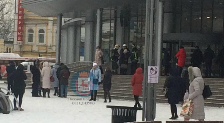 Более 100 человек эвакуировали из торгового центра в Нижнем Новгороде