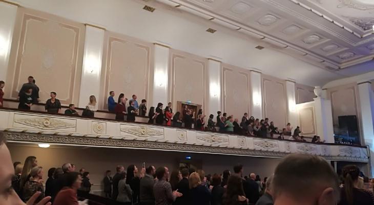 В театрах Нижнего Новгорода детей и родителей рассаживают на расстояние двух метров