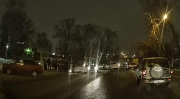 Массовое ДТП сковало движение по Комсомольской площади (ВИДЕО)