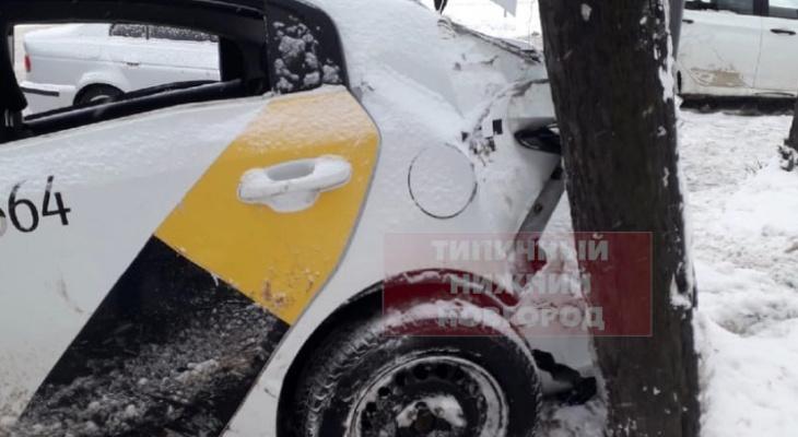 Автомобиль такси и иномарка столкнулись в центре Нижнего Новгорода (ФОТО)