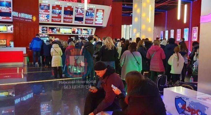 Нижегородцы пожаловались на длинные очереди в кинотеатрах