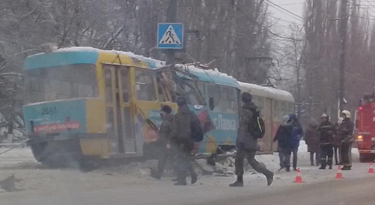 """В Нижнем Новгороде трамвай разорвало """"пополам"""" (ФОТО)"""
