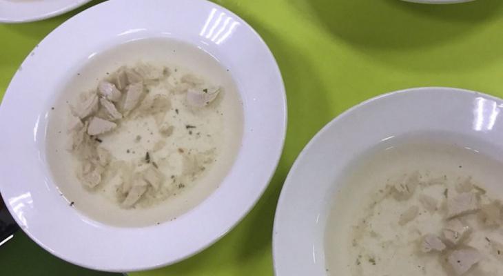 """""""Как заключенных кормят"""": обед в нижегородской школе шокировал пользователей"""