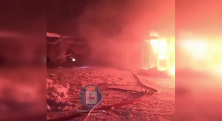 Ночью в Нижнем Новгороде горел Канавинский рынок (ВИДЕО)