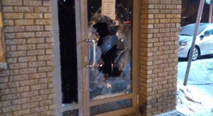 На Бору уснувшего бомжа заперли в магазине