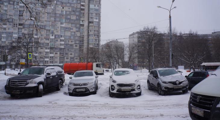 С 1 марта появится новый дорожный знак и изменятся правила для машин во дворах