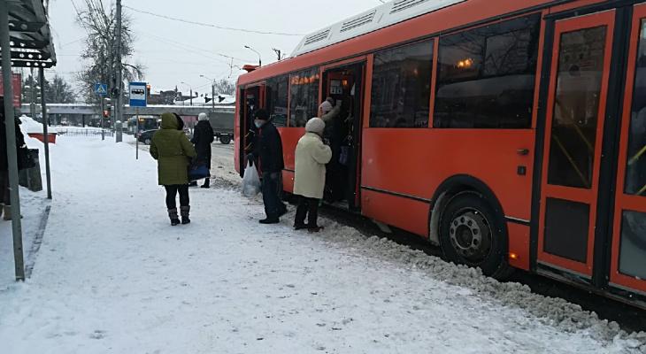 Нижегородцам объяснили причину запрета на оплату картой больше одной поездки