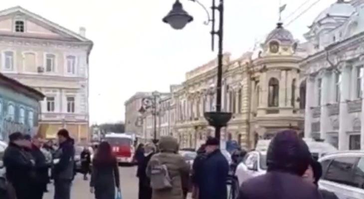 В здании на Рождественской эвакуировали людей из-за сообщения о бомбе