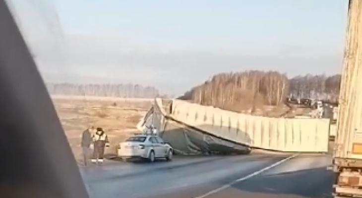 Фура перегородила трассу в Кстовском районе 7 апреля